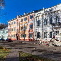 «Застывшая в камне музыка» архитектурного ансамбля  улицы Карла Маркса